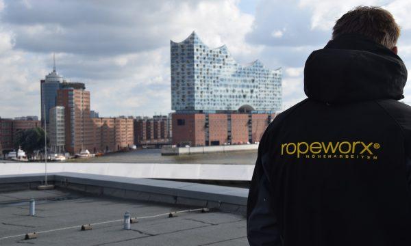 ropeworx Höhenarbeiten - Bannermontage