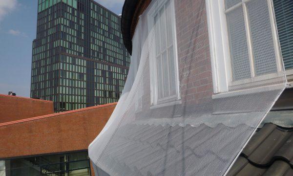 ropeworx Höhenarbeiten - Einnetzen von Fassadenflächen