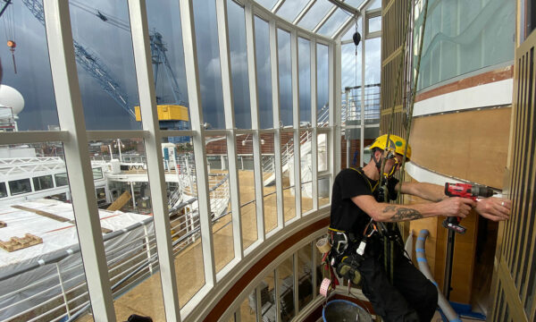 ropeworx - Industriekletterer - Montage-Arbeiten an Schiff, MS Europa